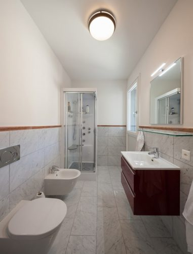 Łazienka oświetlenie górne